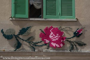 Embroidered flowers in Costitx.